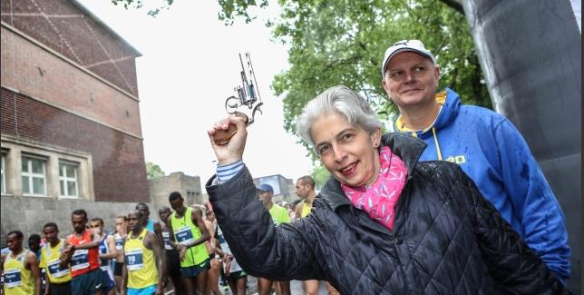 Starter brings out the big gun for the Dusseldorf Marathon