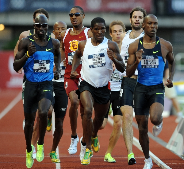 At 400m, it's a tight pack with everyone in contention. (Randy Miyazaki / TrackandFieldPhoto.com)